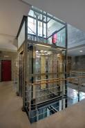 Diodová prosklená stěna v luxusním výtahu