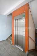 Povrchová úprava výtahu a výmalba schodiště
