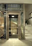 Hydraulický výtah v ocelové konstrukci