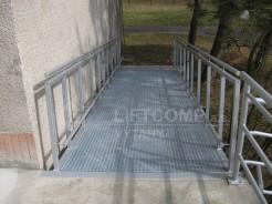 Nájezdová rampa pro vozíčkáře, povrchová úprava zinek