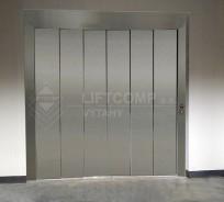automatické dveře u nákladního výtahu
