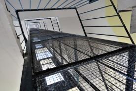 Původní výtahová šachta nevyhovující ČSN