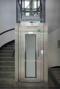Trakční výtah se strojovnou, nerezové ruční dveře