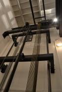 Výtah bez strojovny, pohled na výtahový stroj a lanování